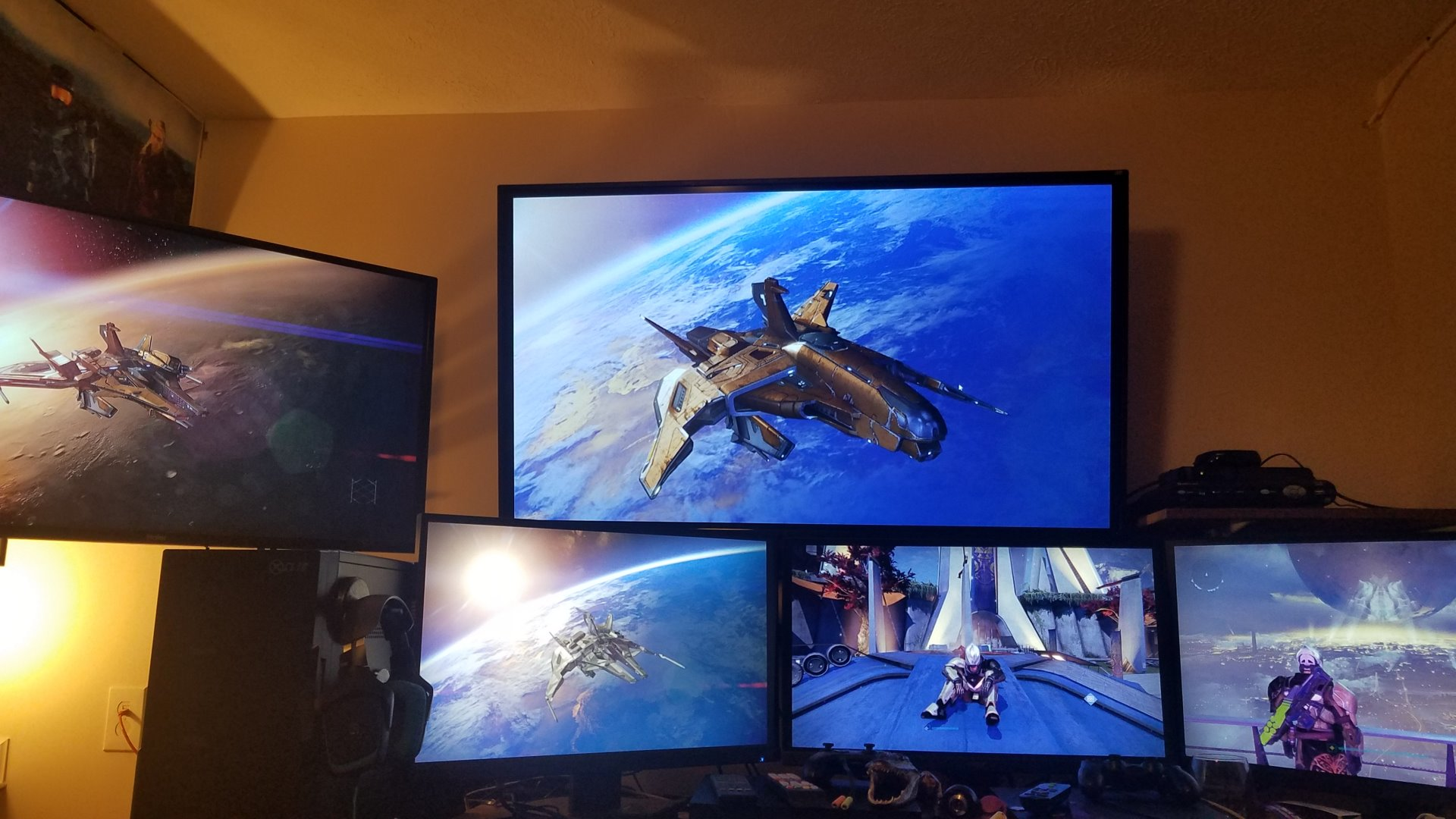 NewSetup-WallMount-5-Screens.jpg